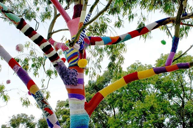 yarn-bomb-1191130_640