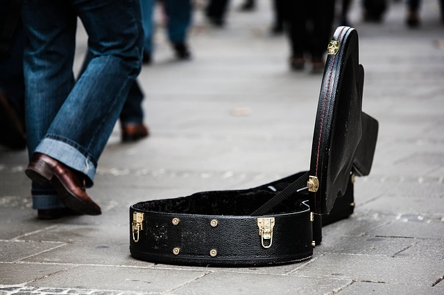 guitar-case-485112_640