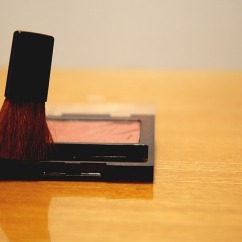 make-up-1702776_640