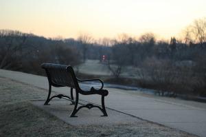 bench-690337_640