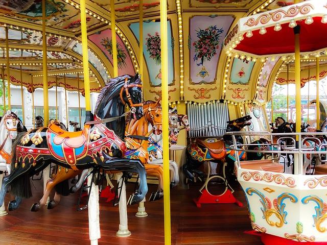 dancing-roundabout-horses-2496309_640.jpg